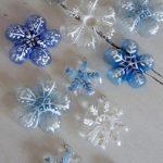 Φτιάξε χριστουγεννιάτικα στολίδια από πλαστικά μπουκάλια