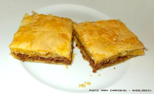 Πίτα σφολιάτας με μελιτζάνα και κιμά - Μια εύκολη και γρήγορη πίτα σφολιάτας για τις μέρες που θέλετε να φάτε κάτι ιδιαίτερο χωρίς να σπαταλήσετε πολύ χρόνο στην κουζίνα σας.