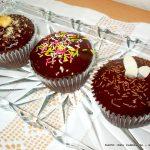 Cupcakes σοκολάτας με γλάσο γκανάς