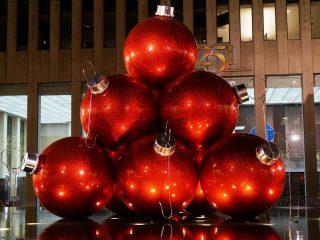 Οι μεγαλύτερες Χριστουγεννιάτικες μπάλες που έχεις δει!