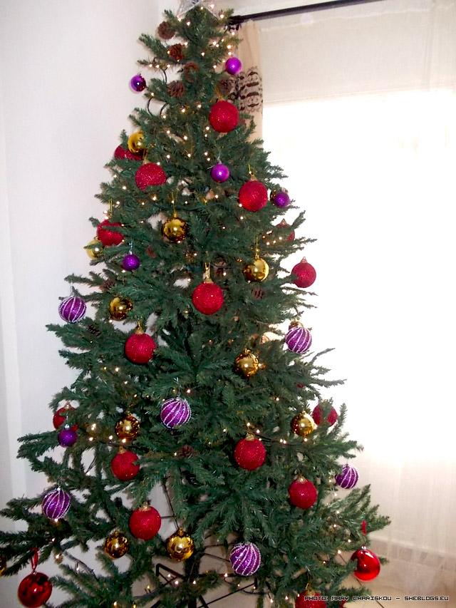 Αγόρασε ένα πλαστικό Χριστουγεννιάτικο Δέντρο αν δεν έχεις - Let me tell you a story!