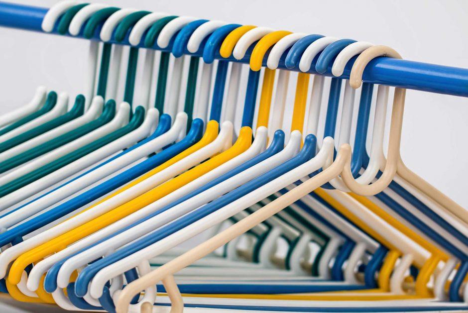 Το τέλειο κόλπο για να μη γλυστράνε τα ρούχα από τις κρεμάστρες!
