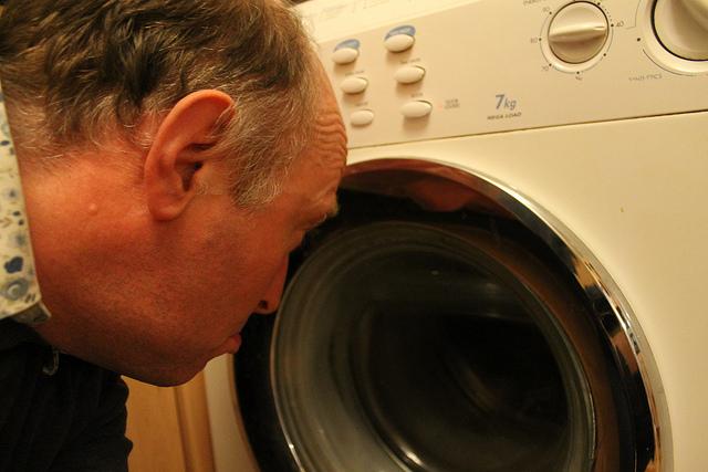Τι κάνεις όταν το πλυντήριο δε βγάζει τα νερά; - Πάθαμε και μάθαμε!  και φυσικά δε γίνεται να μη σας το πούμε ώστε να ξέρετε τι να κάνετε αν κολλήσει το πλυντήριο και δε βγάζει τα νερά