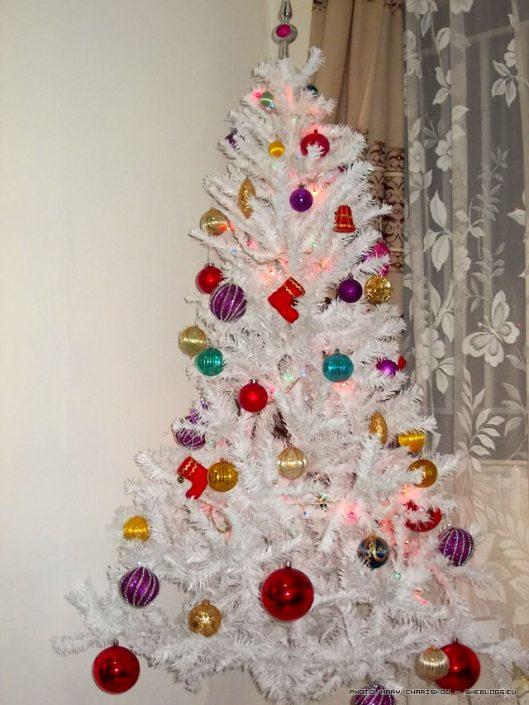 To Vintage Χριστουγεννιάτικο Δέντρο μου - Φέτος πήρα την απόφαση να στολίσω το δέντρο μου με πολύ παλιά χριστουγεννιάτικα στολίδια, όσα απέμειναν από τα παιδικά μου χρόνια και κρύβουν μέσα τους τη γλύκα της εποχής τους