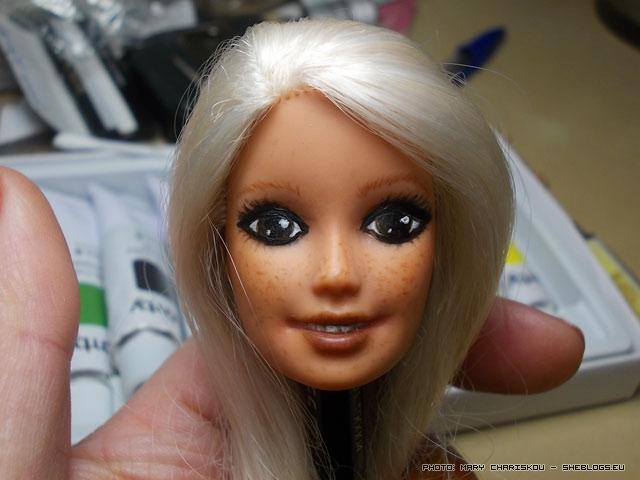 Ξαναβάφουμε τη Barbie - Πρώτοι πειραματισμοί σε repaint προσώπου Barbie, η αλλαγή είναι μεγάλη και η διαδικασία διασκεδαστική