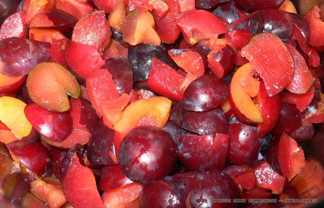 """Γιατί πρέπει να λιώνεις εντελώς τα φρούτα όταν κάνεις μαρμελάδα - Είσαι από αυτούς που θέλουν το φρούτο να """"κρατάει"""" στη μαρμελάδα; Να βλέπεις τα κομματάκια; Ξανασκέψου το!"""