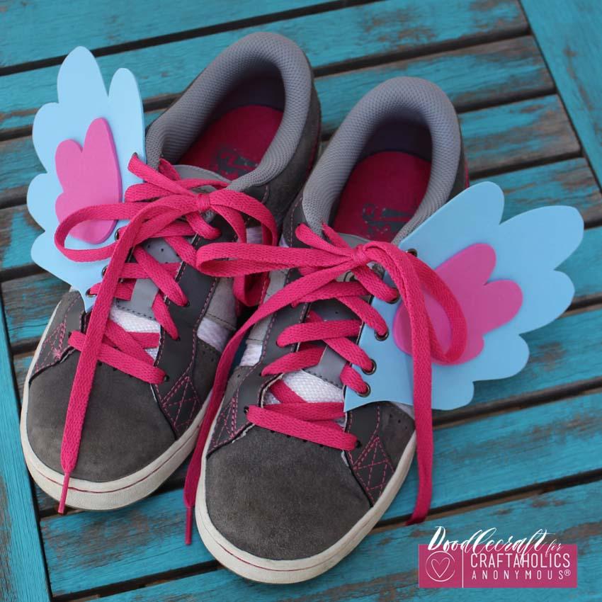 Φτιάξε φτερά για τα παπούτσια του μικρού Ερμή σου - Μια τόσο εύκολη και χαρούμενη κατασκευή που θα μετατρέψει το πιτσιρίκι σας σε φτερωτό Ερμή!