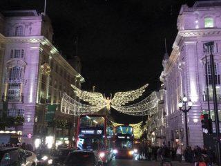 Μόλις άναψαν τα χριστουγεννιάτικα φώτα στο Λονδίνο