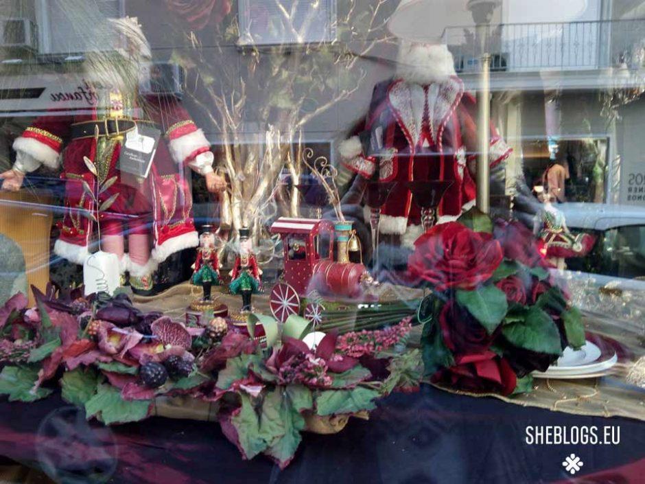 Χριστουγεννιάτικες βιτρίνες Σκουφά και Βουκουρεστίου