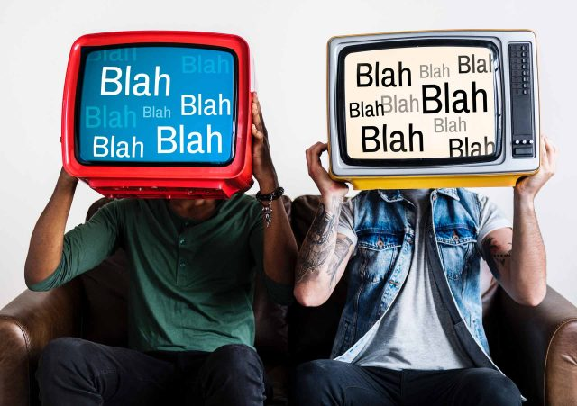 Γιατί βλέπεις ακόμα ελληνική τηλεόραση; - Έχω ζήσει το μεγαλύτερο μέρος της ενήλικης ζωής μου χωρίς να βλέπω ελληνική τηλεόραση. Τονίζω το ελληνική γιατί πολλές φορές παρακολουθώ ντοκυμαντέρ μέσω YouTube, έχω μια αδυναμία σε παραγωγές του BBC και κατά καιρούς βλέπω ταινίες ή ξένες σειρές. Αυτό που δε μπορώ να παρακολουθήσω με τίποτα είναι ελληνική τηλεόραση. Θα έλεγα ότι τη θεωρώ κάτι σαν δηλητήριο που μπορεί πραγματικά να σου κάψει τον εγκέφαλο.
