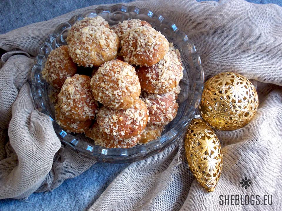 Τα τέλεια μελομακάρονα του SheBlogs - Η μοναδική συνταγή που χρειάζεσαι για να φτιάχνεις πάντα πετυχημένα και πεντανόστιμα σπιτικά μελομακάρονα τα Χριστούγεννα που θα σου φτάσουν για όλες τις γιορτές.